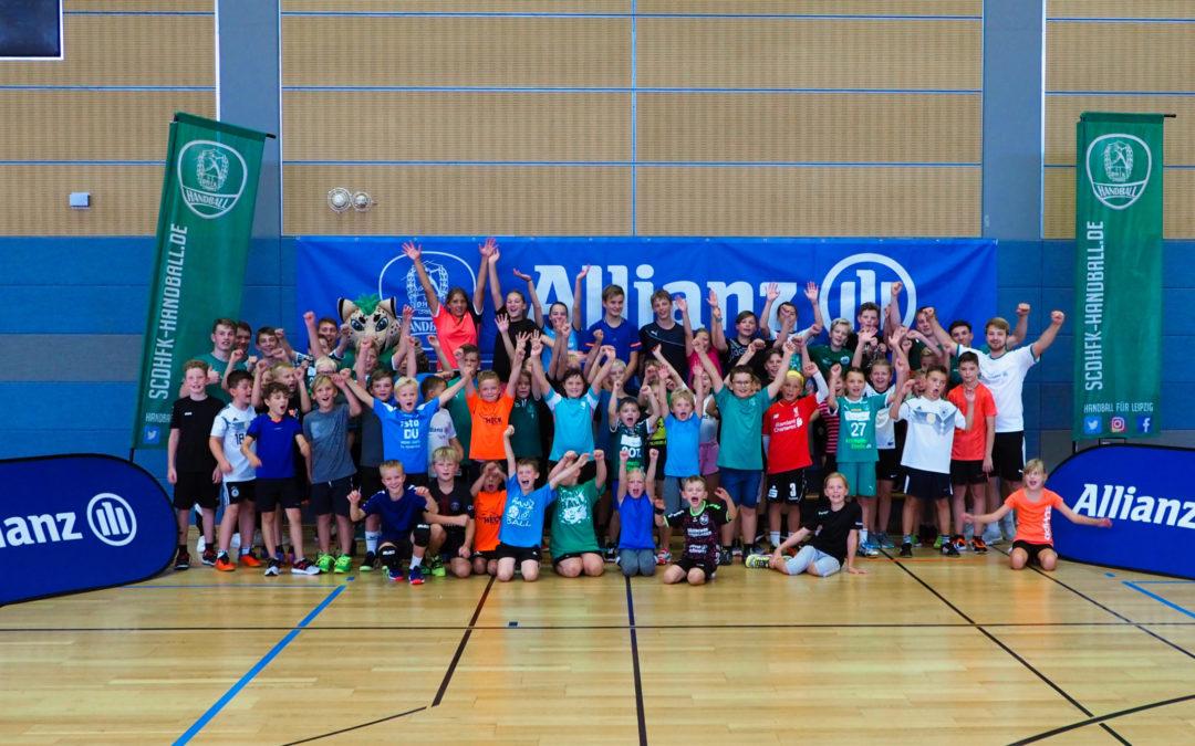 """Hurra! Das """"SC DHfK Handballcamp – präsentiert von Allianz"""" ist wieder da!"""
